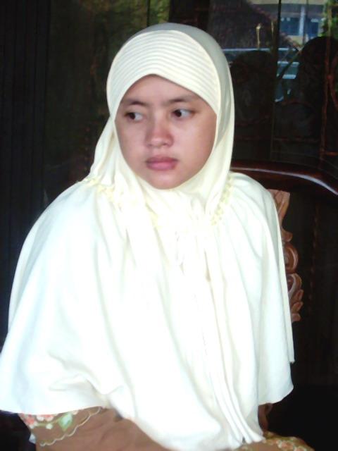jilbab yang sesuai dengan tuntunan al quran. mereka memakai jilbab ...